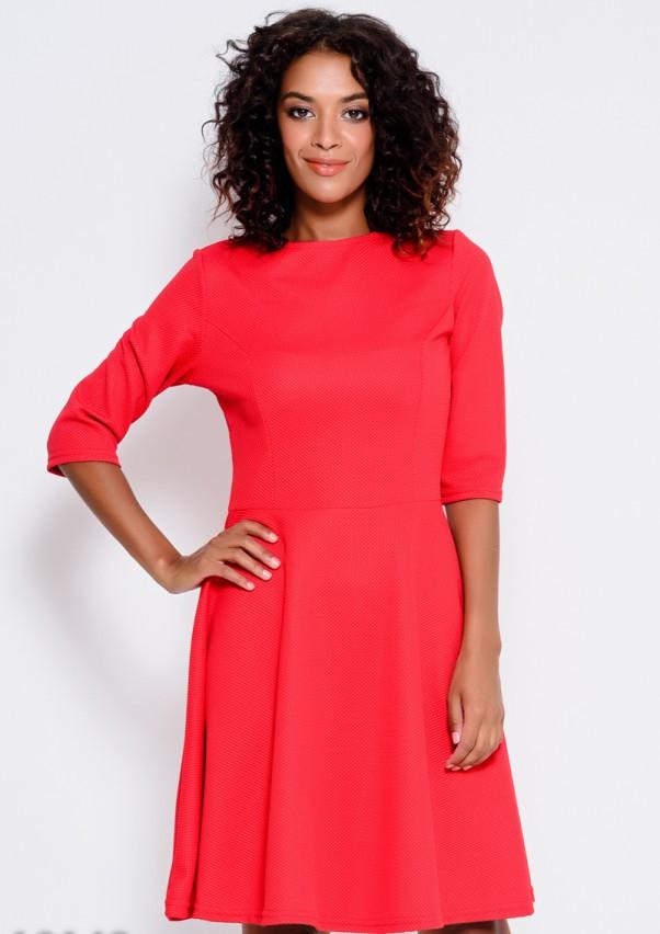 Красное платье из фактурной ткани с рукавами до локтей и расклешенной юбкой S