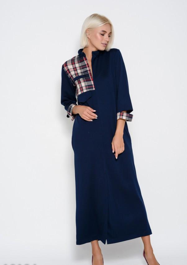 Темно-синее длинное платье прямого кроя с вставками из клетчатого материала