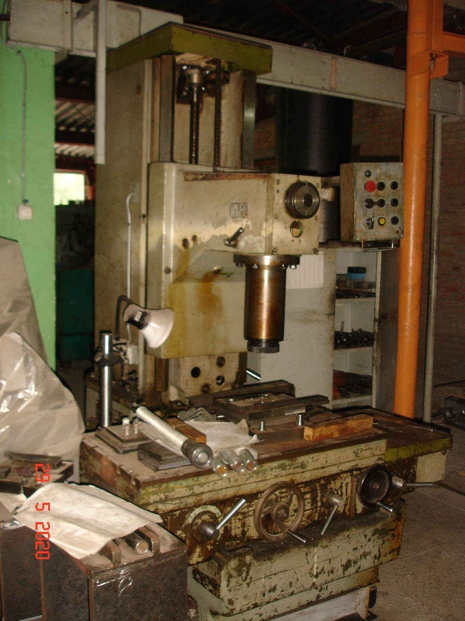 Станок расточной для гильз цилиндров 2Е78П в рабочем состоянии
