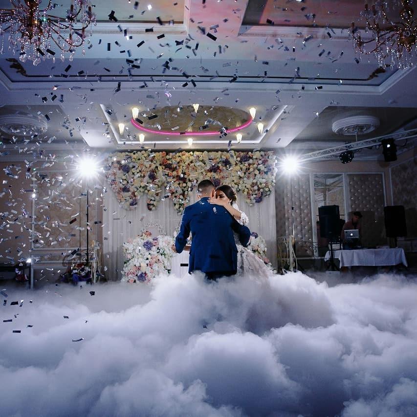 Запуск конфетти. Конфетти пушка на первый свадебный танец в Одессе