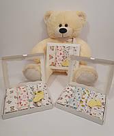 Набор детских пеленок для девочки в коробке 90 *110 см 2 фланелевые , 3 ситцевые с носочками