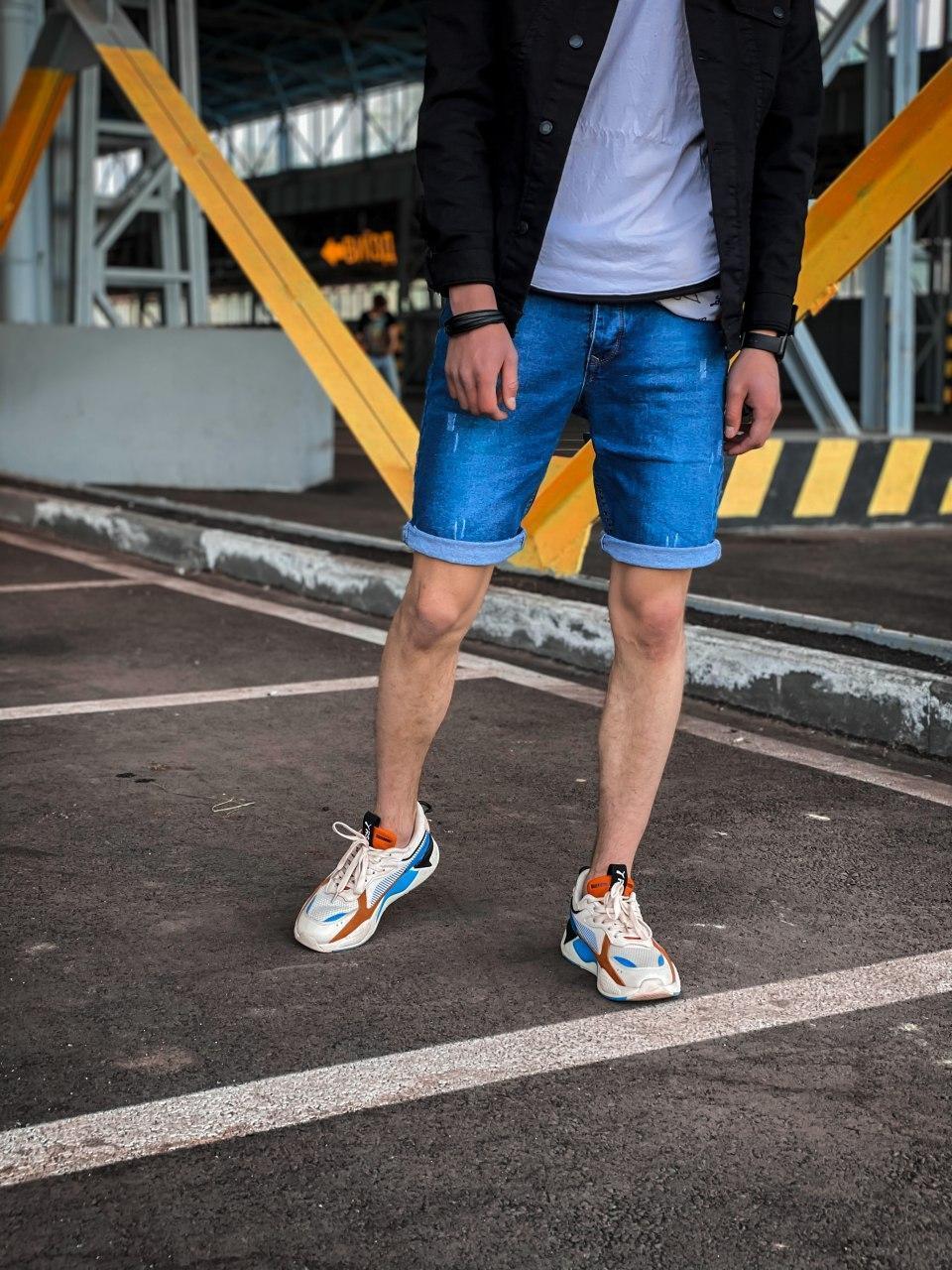 Мужские джинсовые шорты синие с подворотом потертые