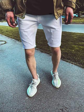 Мужские джинсовые шорты белого цвета с потертостями, фото 2