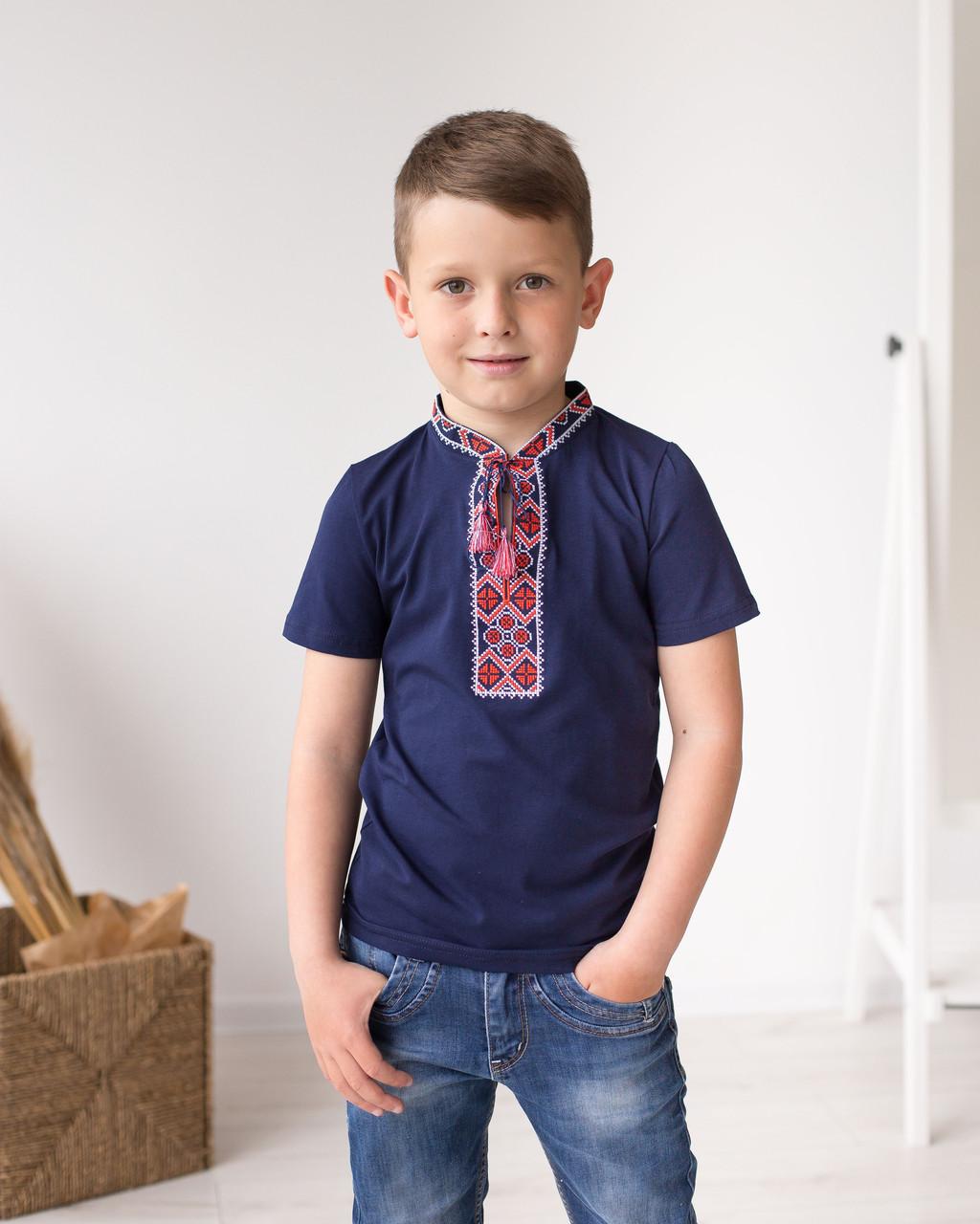 Синя футболка для хлопчика з орнаментом