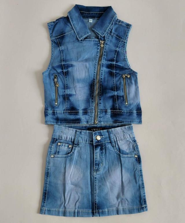 фотография джинсовый костюм жилетка с юбкой для девочек