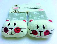 Хлопковые носочки с игрушкой на мыске для детей от 12 месяцев до 18 месяцев Серые в белые лапки с Котиками