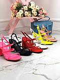 Женские яркие босоножки с квадратным каблуком 10 см с ремешками, бежевые, розовые, салатовые, розовые, черные, фото 6