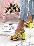 Женские яркие босоножки с квадратным каблуком 10 см с ремешками, бежевые, розовые, салатовые, розовые, черные, фото 3