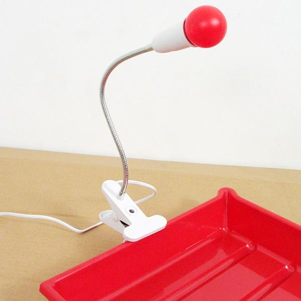 Лабораторний світильник червоний для фотодруку.