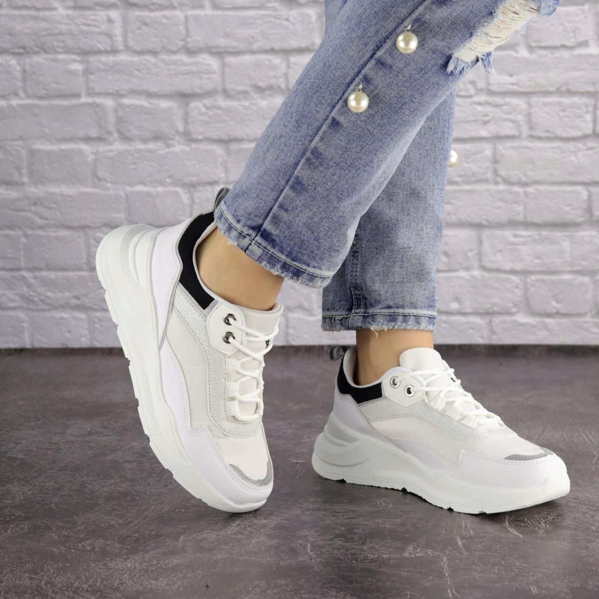 Женские белые кроссовки Wackey