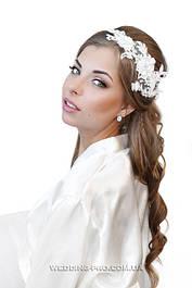 Прикраси в зачіску з квітами