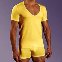 Мужская футболка желтая с глубоким вырезом