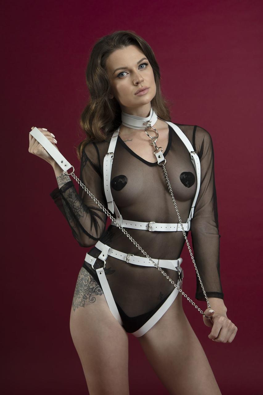 Повідець Feral Feelings - Chain Leash білий, металева ланцюг зі шкіряною петлею і карабіном