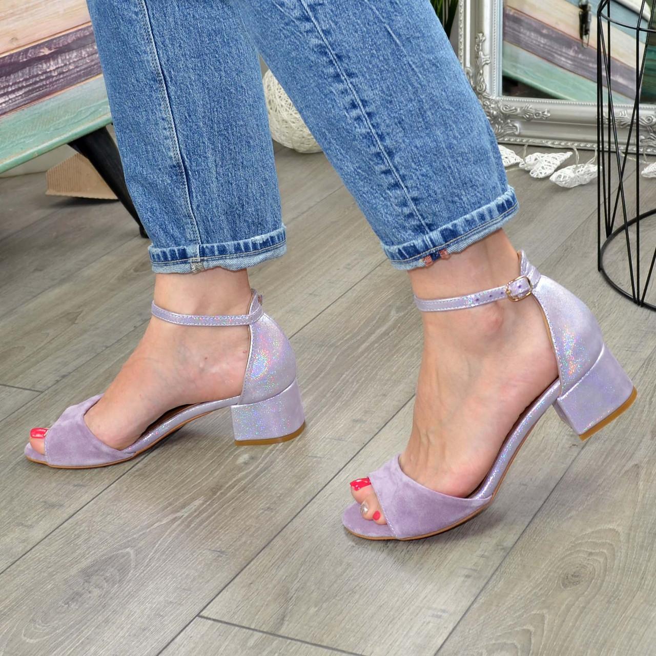 Босоножки женские замшевые на невысоком каблуке, цвет лиловый