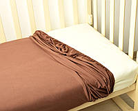 Простынь трикотажная на резинке в кроватку шоколад