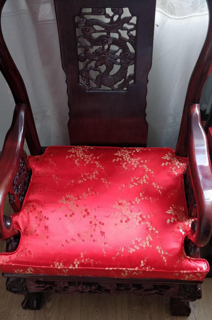 Подушка сложной формы для антикварного стула