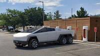 Дизайнер перетворив Tesla Cybertruck в шестиколісну машину для Марса (ВІДЕО))