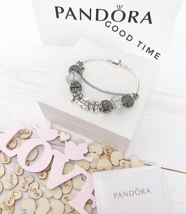 Стильный женский браслет в стиле Pandora с шармами love