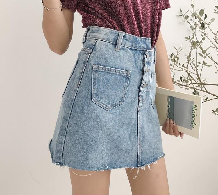 Голубая женская джинсовая юбка на пуговицах с накладными карманами vN8576
