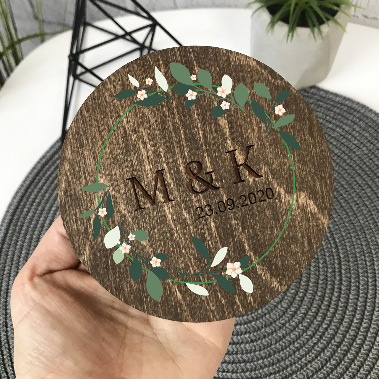 Круглая шкатулка для колец с декоративным мхом