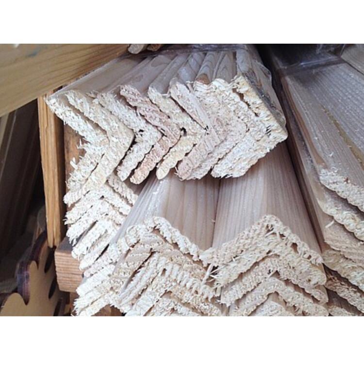 Уголок деревянный липа, ольха, сосна, дуб