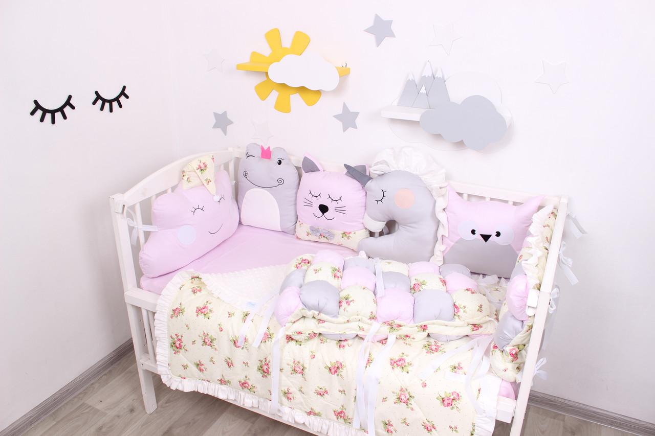 Комплект в  кроватку и игрушками в нежно розовом цвете