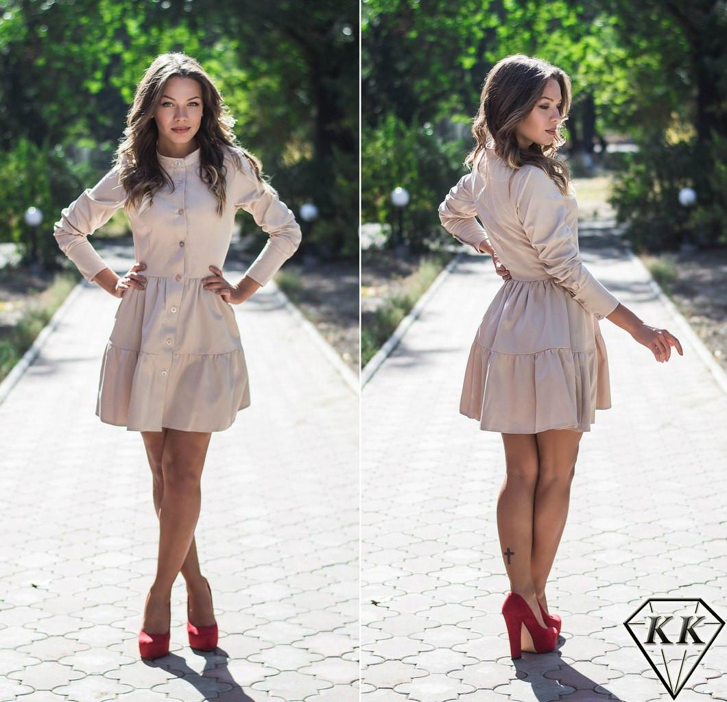 Бежевое платье с пуговицами