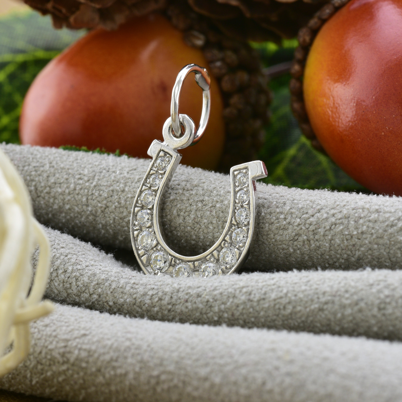 Серебряный кулон Подкова размер 22х13 мм вставка белые фианиты вес 0.85 г