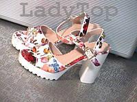 Женские Белые Босоножки на каблуке с цветочным принтом