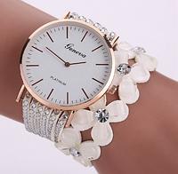 Модные женские часы-браслет Geneva с цветами и стразами (Белые)