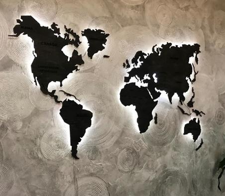Деревянная карта Мира с холодной LED подсветкой и гравировкой 150х90 см
