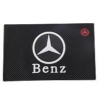Антиковзаючий килимок в машину на торпеду Mercedes