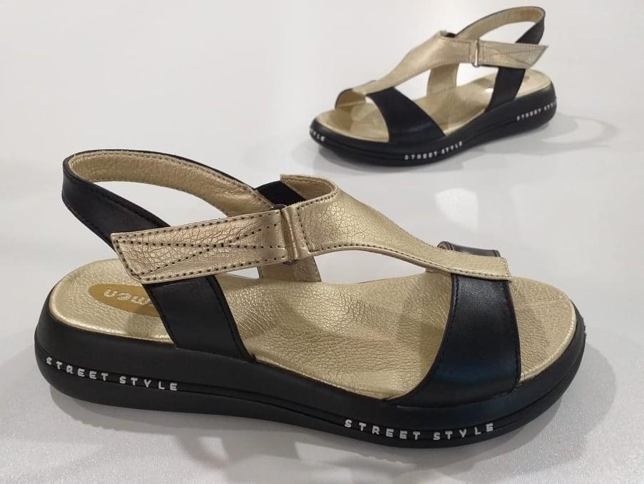 Шкіряні сандал золотого кольору