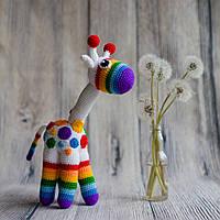 """Вязаная игрушка """"Радужный жираф"""""""