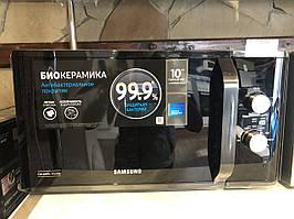 Мікрохвильова піч SAMSUNG MS 23K 3614 АК/BW (чорна,23л,800Вт,хутро,ручка)