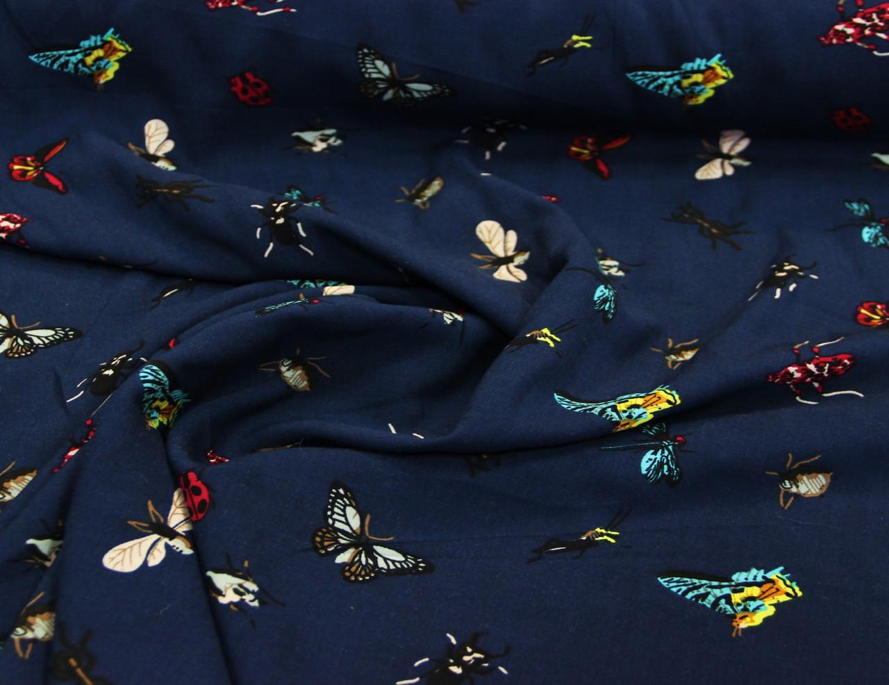 Плательная итальянская вискозная ткань с эластаном бабочки на темно синем фоне GK 35