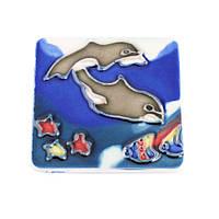 Магнит сувенирный керамика глазурь 6 х 6 см дельфины под водой (42208.001)
