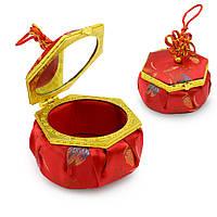Шкатулка для ювелирных украшений тканевая шестиугольная 8х8х5 см красная (44104.001)