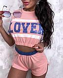 Жіночий стильний літній костюм з написом: футболка - топ і шорти, в кольорах, фото 2