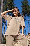 Костюм жіночий з брюками і футболкою вільного крою бежевого кольору літо, фото 2