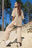 Костюм жіночий з брюками і футболкою вільного крою бежевого кольору літо, фото 3