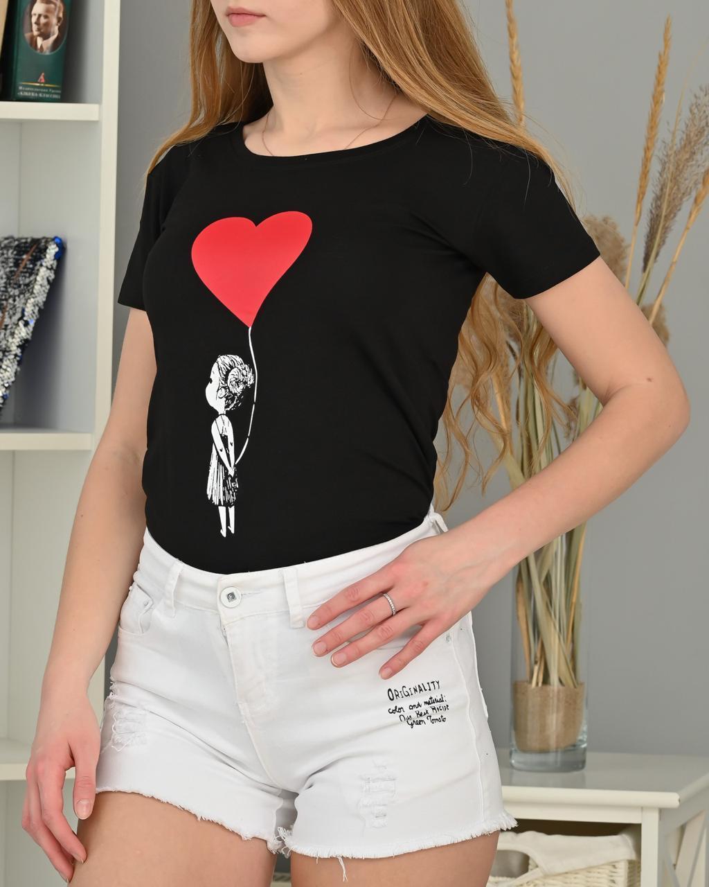 Красивая футболка с красным сердцем 42-44 (в расцветках)