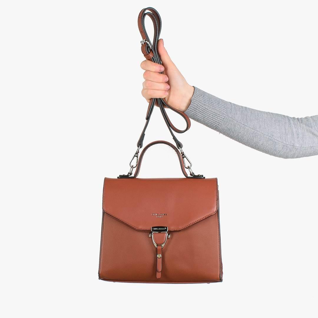 Корпусная сумочка на замочке