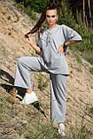 Костюм жіночий з брюками і футболкою вільного крою сірого кольору літо, фото 5