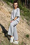 Костюм жіночий з брюками і футболкою вільного крою сірого кольору літо, фото 3
