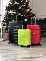Качественный средний пластиковый чемодан из полипропилена черный с расширителем Франция, фото 3