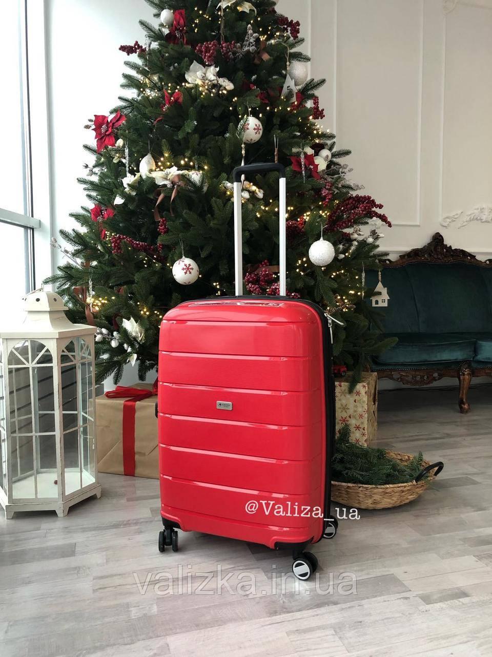 Большой пластиковый чемодан из полипропилена красный Франция