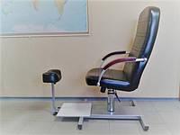 Кресло для педикюра на платформе с подставкой для ноги + гидравлический подъемник ПЕ025