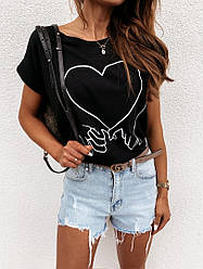 Стильная черная футболка с принтом
