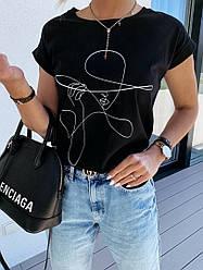 Женская черная футболка с принтом